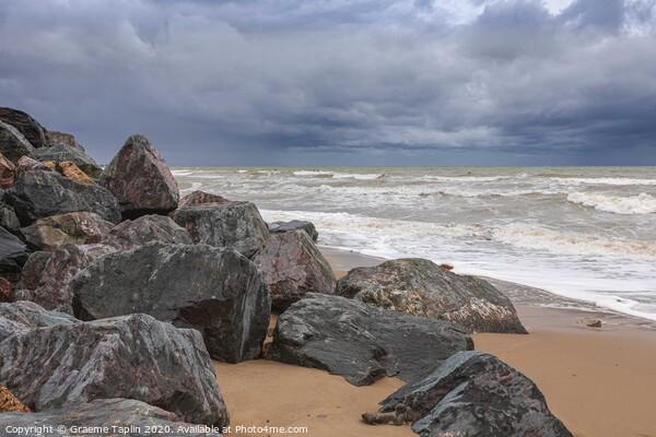 Stormy seas at Happisburgh Norfolk Framed Print by Graeme Taplin