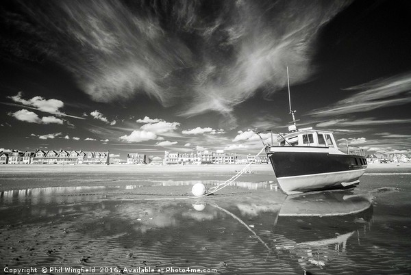 Thorpe  Bay Canvas print by Phil Wingfield