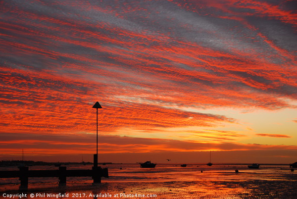 Thorpe Bay Sunrise Canvas print by Phil Wingfield