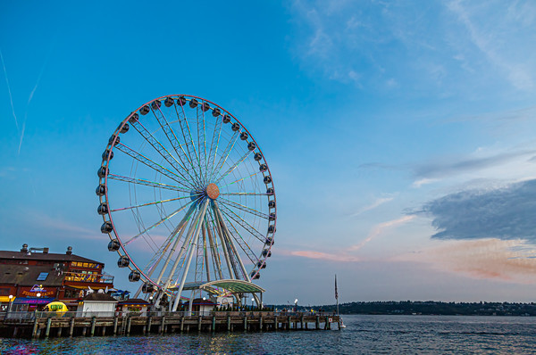 Great Wheel at Dusk Canvas print by Darryl Brooks