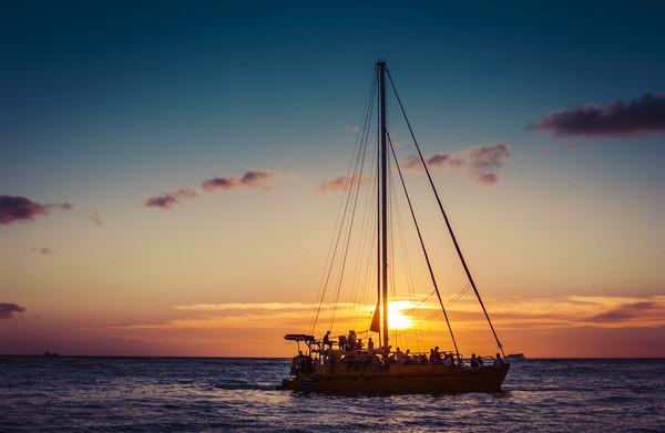 Sailing Sunset in Hawaii 0010 Framed Print by AMYN NASSER