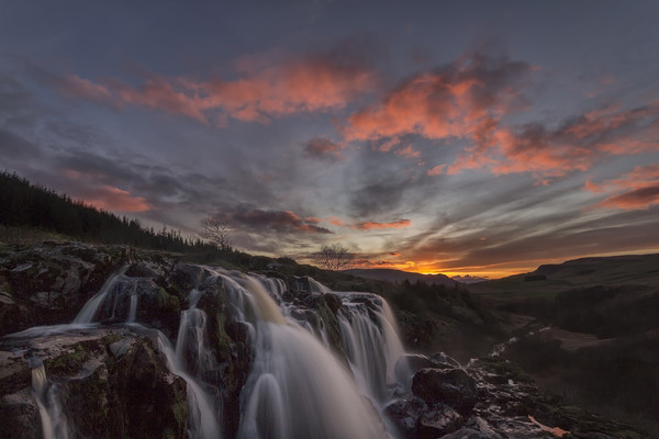Loup of Fintry Sunset Canvas print by overhoist