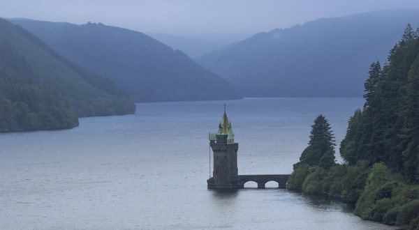 Lake Vyrnwy Water Tower Canvas Print by Kelly Bailey