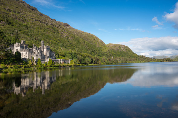 Kylemore Abbey Canvas print by Andrew Michael