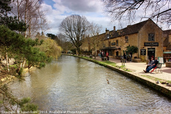 Bourton-on-the-Water, Cotswolds Canvas print by Susan Snow