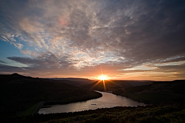 Ladybower Sunset Canvas print by Julian Taylor