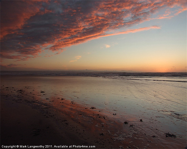 Red Sky A Canvas print by Mark Langworthy
