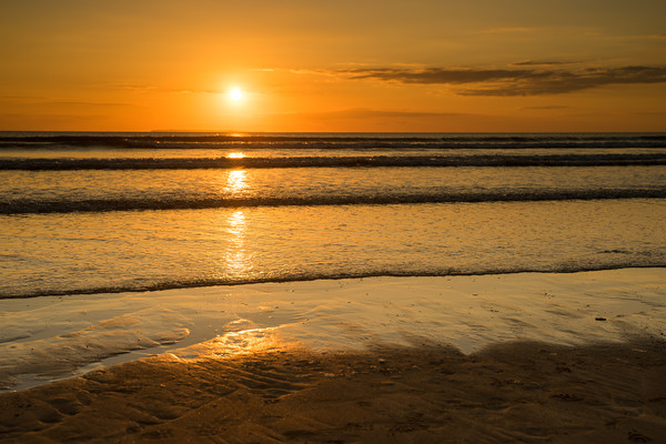 Golden Westward Ho sunset Canvas Print by Tony Twyman