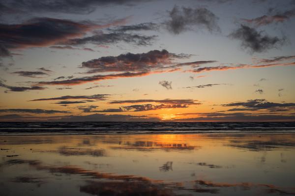 Sunset beach reflections Canvas Print by Tony Twyman