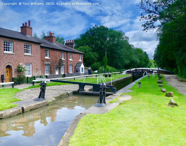 Fradley Junction 2 Canvas print by Tony Williams