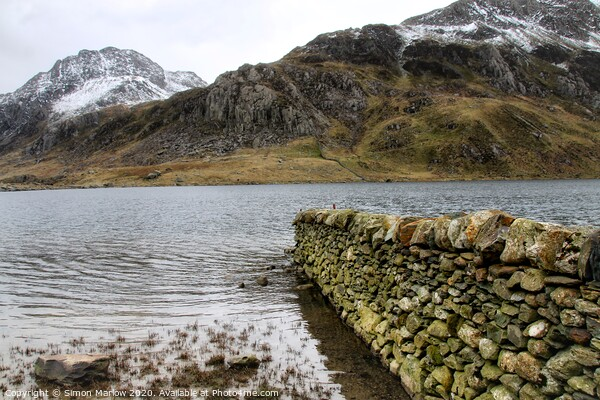 Llyn Idwal lake in Snowdonia National Park, Wales Framed Mounted Print by Simon Marlow