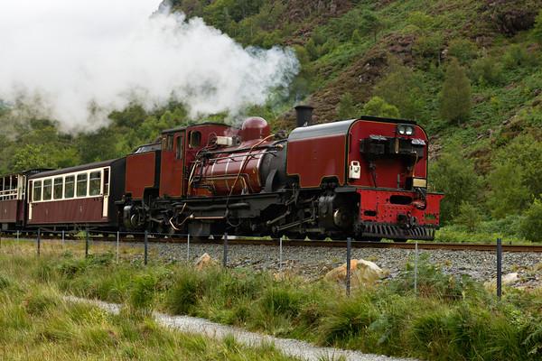 Steam train in Snowdonia, Wales Canvas Print by Pere Sanz