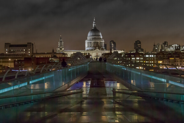 Saint Paul's Cathedral at night Canvas Print by Andy Dow