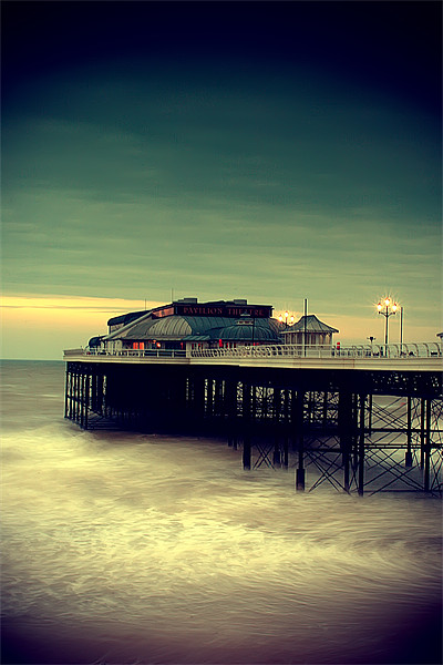 Cromer Pier Norfolk Canvas print by Simon Gladwin
