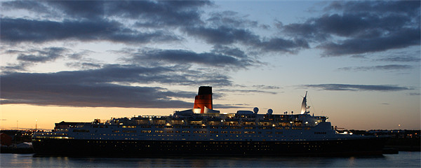 QE2 Framed Print by George Young