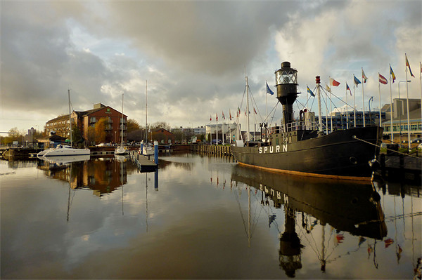 Hull Marina Canvas print by Sarah Couzens