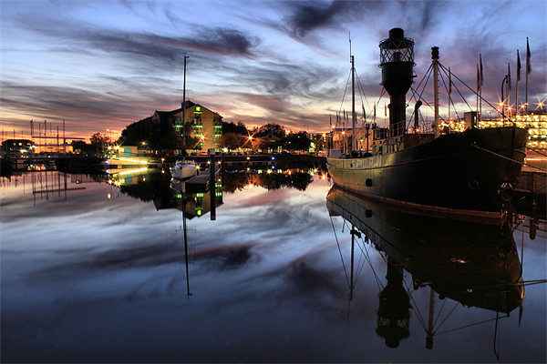 Hull Marina at Dusk Canvas print by Martin Parkinson