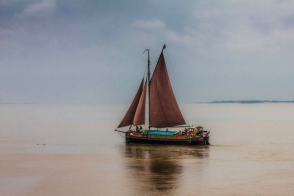 Humber Sloop  Spider T Canvas print by Martin Parkinson