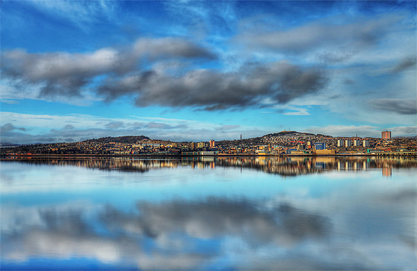 Dundee Reflections Canvas print by Andrew Beveridge