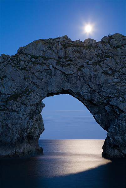 Under the moonlight Canvas Print by Ian Middleton