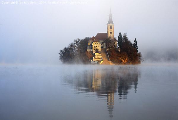 Through the mist Canvas Print by Ian Middleton