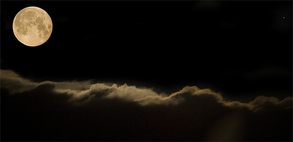Full moon setting over clouds Canvas Print by Ian Middleton
