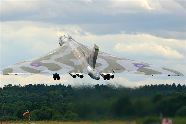 XH558 Avro Vulcan Bomber Canvas Print by Aviation Prints