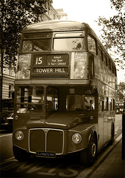 LONDON BUS Canvas print by Andy Lowe