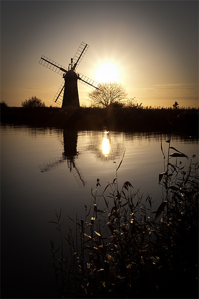Windmill on river Thurne Canvas print by Simon Wrigglesworth