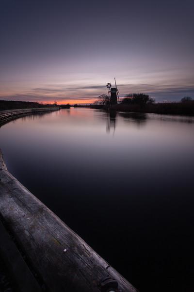 Norfolk Winter Sunset Canvas print by Simon Wrigglesworth