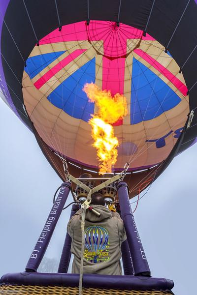 Hot air balloon Canvas print by Tony Bates