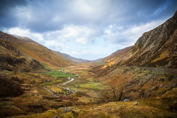 The Ogwen Valley  Canvas Print by lucy devereux