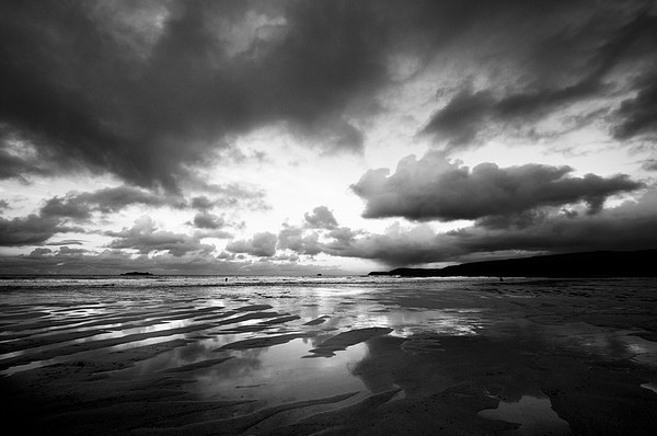 Harlyn Bay in Black and White Canvas print by Samantha Higgs