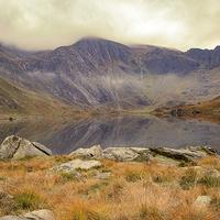 Buy canvas prints of  Llyn Idwal by Sean Wareing