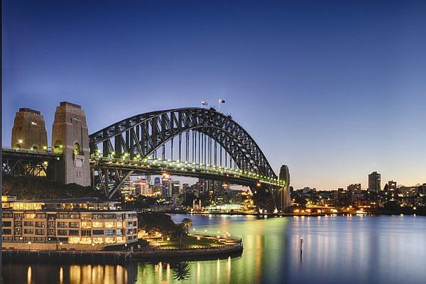 Sydney Harbour Bridge Canvas Print by peter tachauer