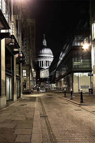 Peekaboo St Paul's Canvas print by peter tachauer