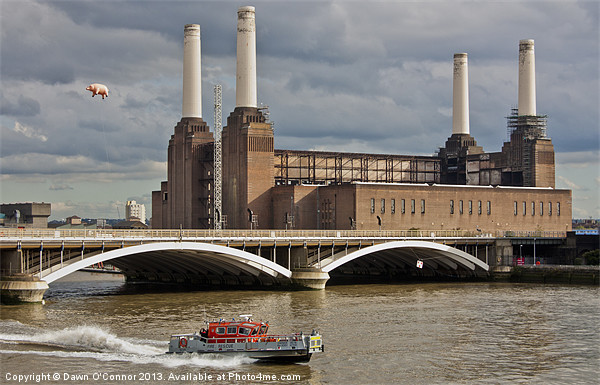 Pink Floyd Pig at Battersea Canvas print by Dawn O'Connor