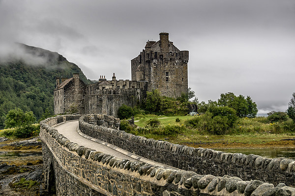 Eilean Donan Castle Canvas print by Sam Smith