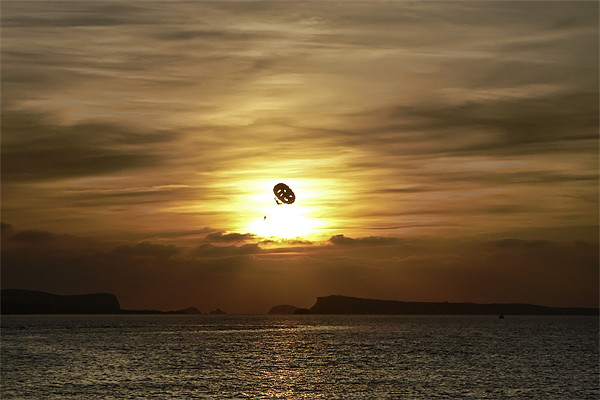 Parasailing at sunset Canvas print by Sam Smith
