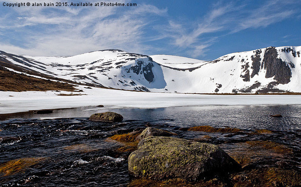 Loch Etchachan Cairngorms Canvas print by alan bain
