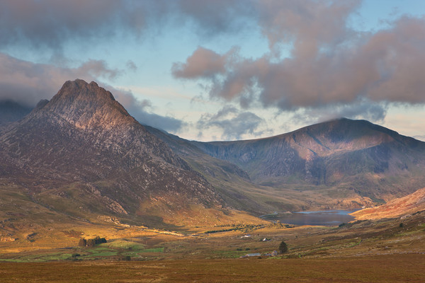 Ogwen valley Canvas print by Rory Trappe