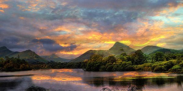 Derwent Water Lake District Canvas Print by Irene Burdell