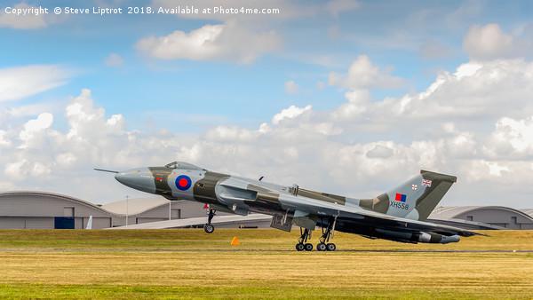Avro Vulcan XH558 'The Spirit Of Great Britain' Canvas print by Steve Liptrot