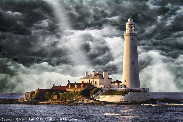 Stormy Skies at St Marys Lighthouse Canvas print by Kevin Tate