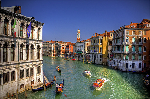 Light Traffic on the Grand Canal Canvas print by Tom Gomez