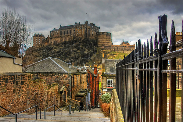 The Castle from the Vennel Steps Canvas print by Tom Gomez
