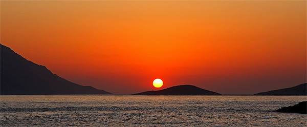 Dodecanese sunset Canvas print by Tom Gomez