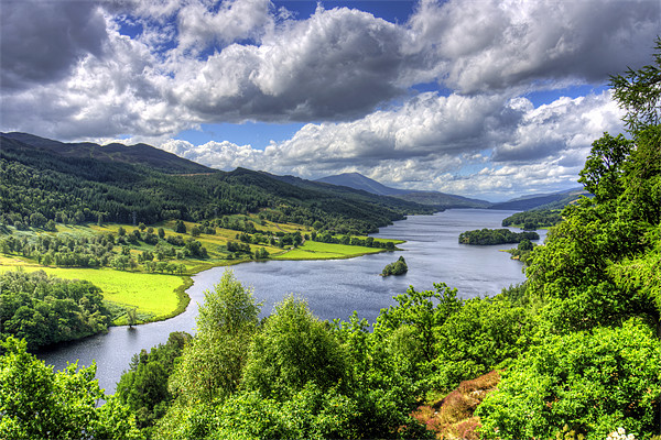 Looking over Loch Tummel Canvas print by Tom Gomez