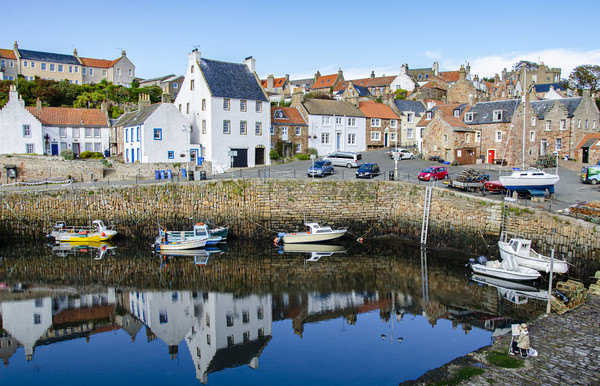 Crail Harbour Artist Canvas print by Gerry Greer