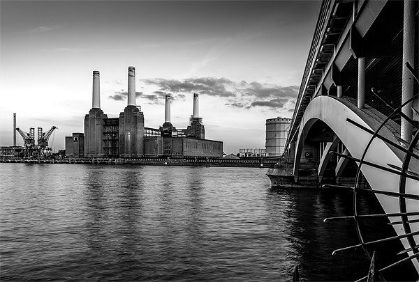 Battersea Power Station (B&W02) Canvas print by Gary Rayner